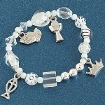The story bracelet of the Apostles Creed packaged for a first communion is a meaningful gift idea to give to the special little girl making her communion. Each bead guides you through the Apostles Creed.